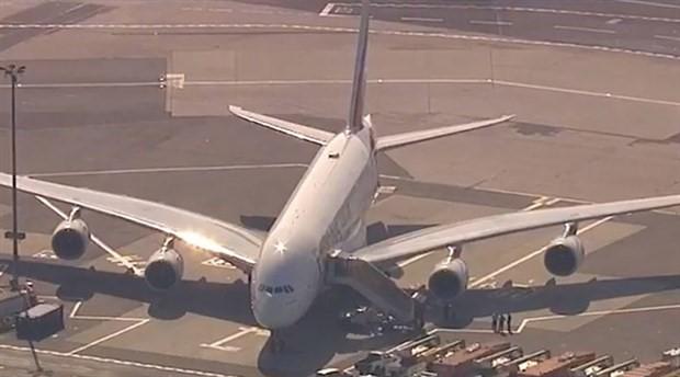New York JFK Havalimanı'nda uçak karantinaya alındı