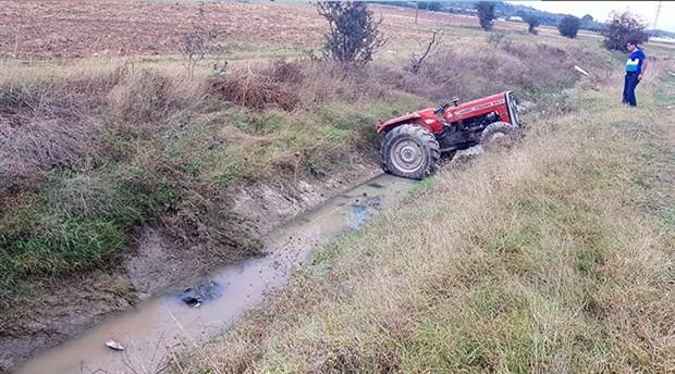 Kanala düşen traktörün altında kalan çocuk öldü