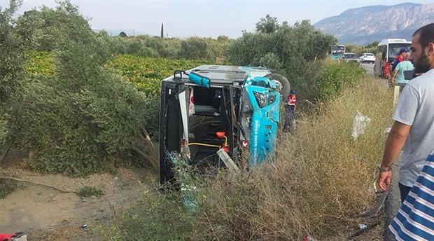 Halk otobüsü ile otomobil çarpıştı: 2'si ağır 24 yaralı