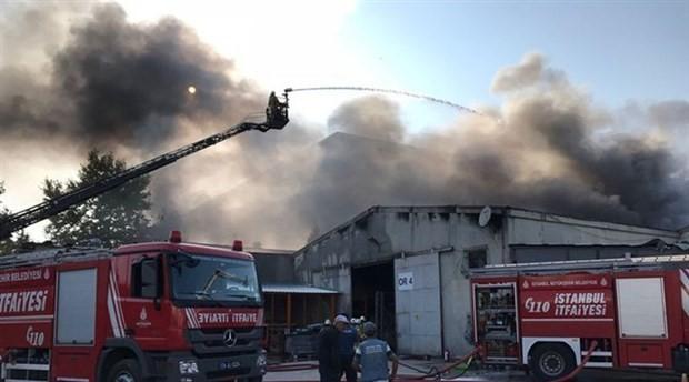 Tuzla OSB'deki market zincirinin deposunda yangın