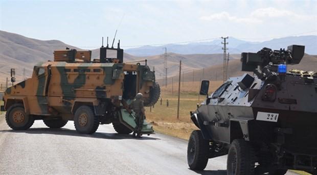 Yüksekova'da askeri araç devrildi, 1 asker yaşamını yitirdi