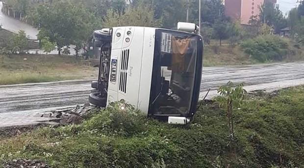 Maden işçilerini taşıyan otobüs devrildi: 9 yaralı