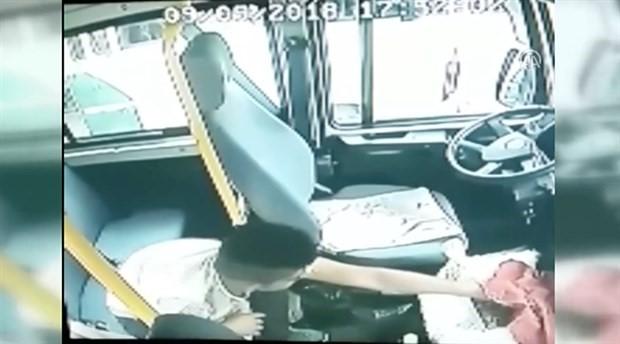 Minibüsten 100 lira bozuk para çalan kişi kameralara takıldı
