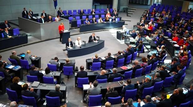 Alman meclisinde 'faşizm yöntemleri' tartışması