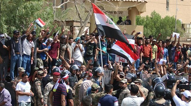 Irak Başbakanı el-İbadi'ye Basra ziyaretinde protesto