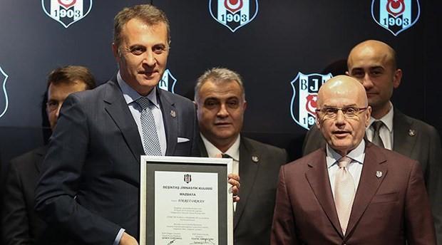 Beşiktaş'ta yeni yönetim mazbatasını aldı
