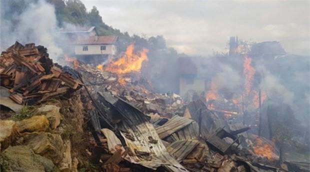 Kastamonu'da 8 ev ve 1 ahır yandı