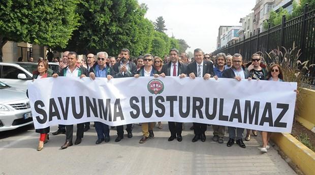 Adana'da avukatlardan 'Ömer Kavili' yürüyüşü
