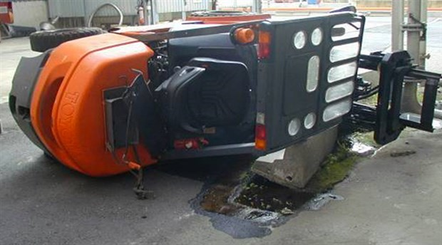 Kocaeli'de iş cinayeti: Forkliftin altında kalan işçi hayatını kaybetti
