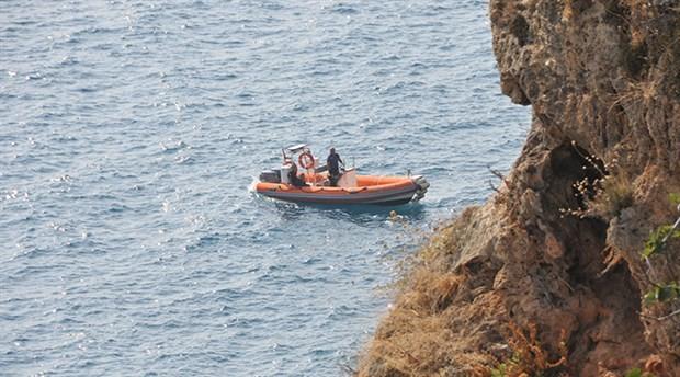 Antalya falezlerde çürümüş erkek cesedi bulundu