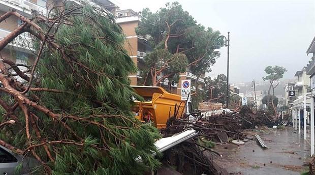 İtalya'daki fırtınada hayatını kaybedenlerin sayısı 12'ye çıktı