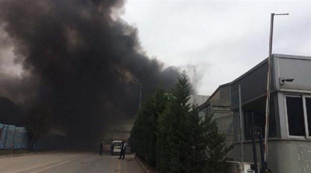 Gebze'de, fabrika çatısında yangın çıktı