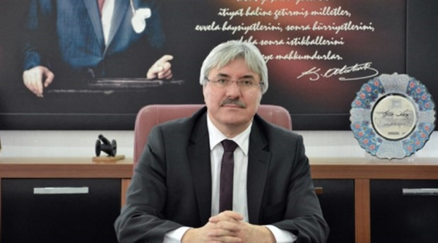 10. Yıl Marşı'nı yasaklayan müdür, belediye başkanlığı için istifa etti
