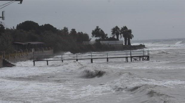Bozcaada seferleri fırtına gerekçesiyle bugün de iptal edildi