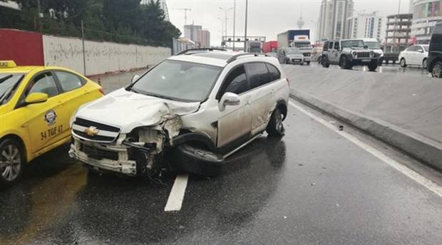 Beylikdüzü'nde kaza: E-5 trafiğinde yoğunluk