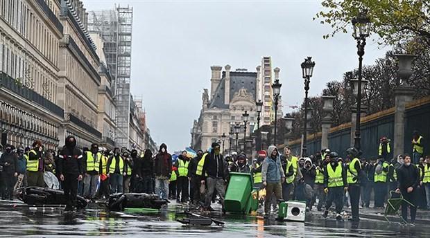 Fransa'da akaryakıt zamları 2019 yılı için iptal edildi