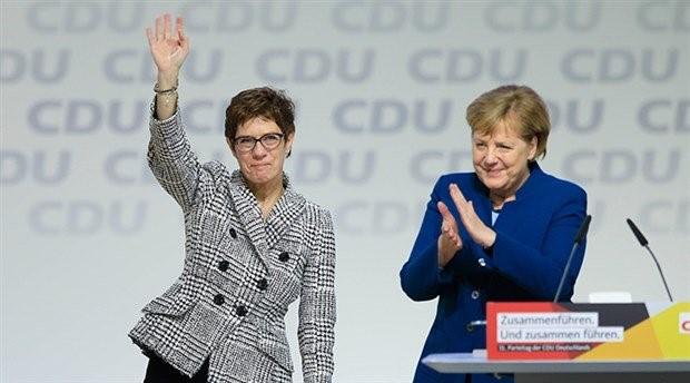 Almanya Başbakanı Merkel'in halefi belli oldu