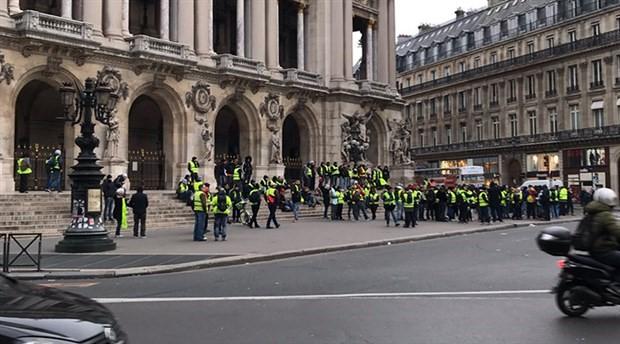Sarı Yelekliler yine Paris sokaklarında: 1 yaralı, 95 gözaltı
