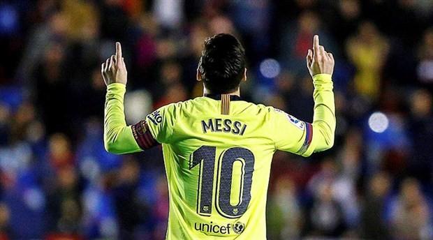 Messi, gol krallığı yarışında ilk sıraya yükseldi