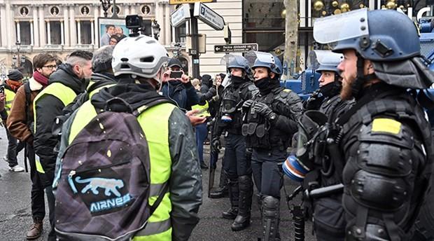 Fransa hükümeti 'sarı yelekliler' için görevlendirilen polislere ikramiye verecek
