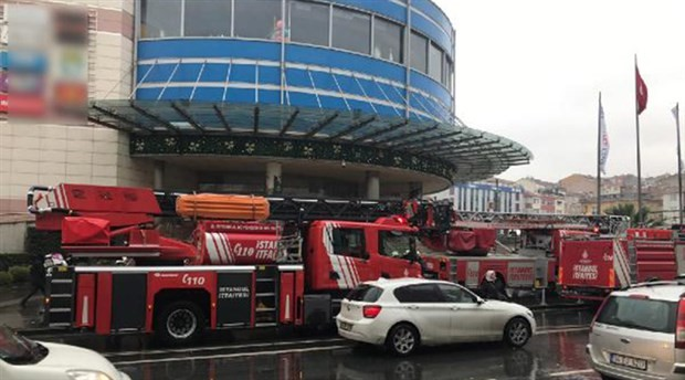 İstanbul'da AVM'de yangın çıktı