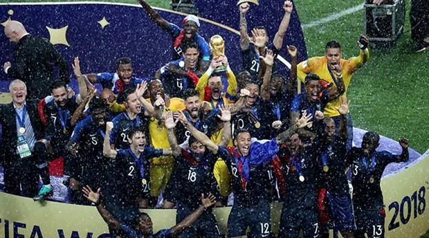 Rusya'da düzenlenen Dünya Kupası'nda seyirci rekoru kırıldı