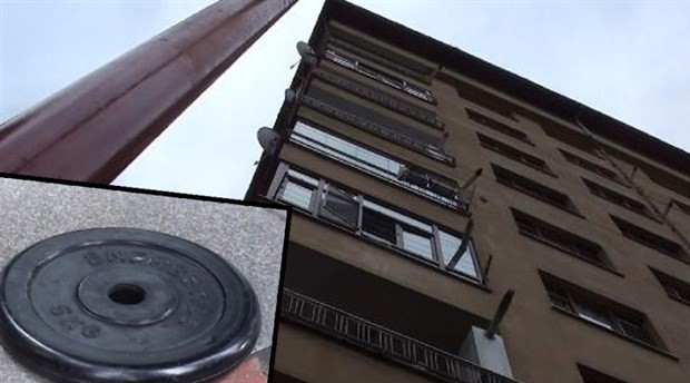 8'inci kattan üzerine ağırlık diski düşen şoför yaralandı
