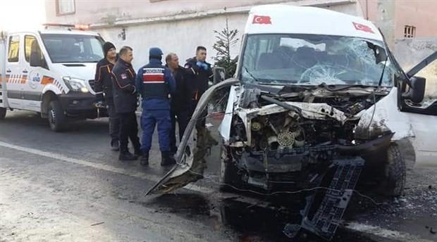Niğde'de tarım işçilerini taşıyan minibüs devrildi: 2 ölü