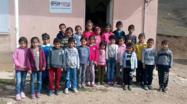Kış köy okullarındaki öğrencileri üşütüyor