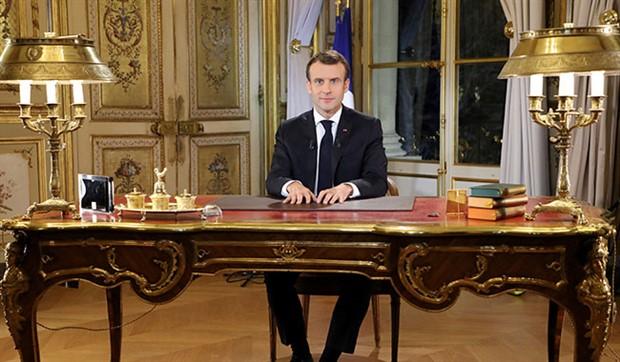 Macron: Ben de bir Sarı Yelekliyim
