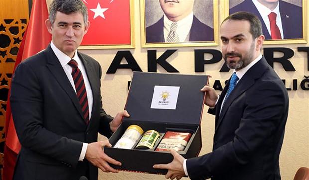 İzmir Barosu delegeleri, Metin Feyzioğlu'nu istifaya davet etti