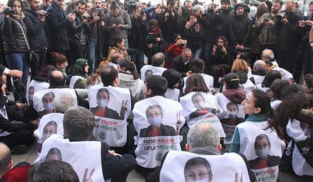 HDP'li vekiller engellere rağmen Taksim'de yürüdü