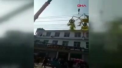Halat koptu, akrobatlar 5 metreden yere çakıldı
