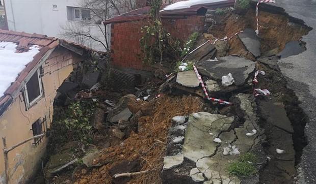 Beykoz'da toprak kayması: Bir evde hasar oluştu