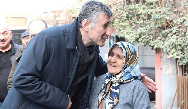"""Alper Taş'ın ilk seçim şarkısı yayınlandı: """"Tüm Beyoğlu Şimdi Alper Taş Diyor"""""""
