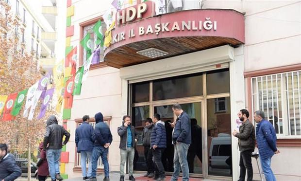 Diyarbakır'da HDP binasına baskın: 5 gözaltı