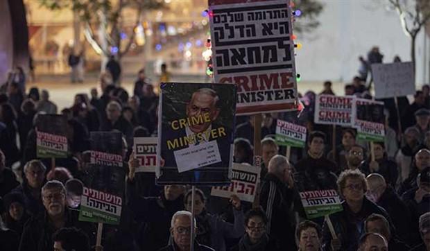 Halk Netanyahu'yu istifaya çağırıyor: Suçun Başbakanı