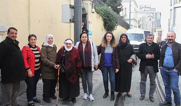Açlık grevindeki siyasilerin aileleri Fransız Konsolosluğu'nu ziyaret etti