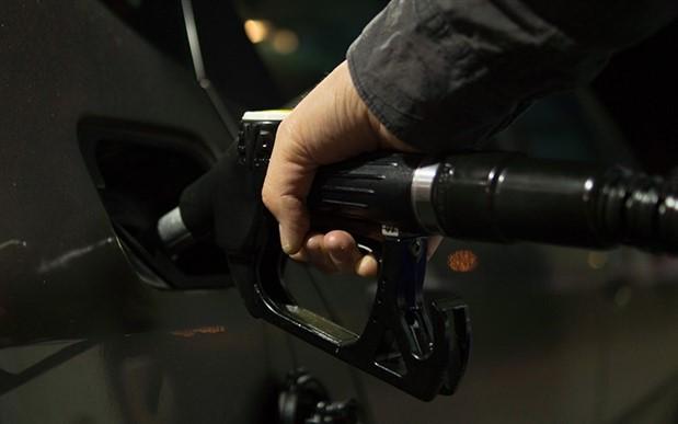 Benzin fiyatlarına 15 kuruş daha zam geliyor
