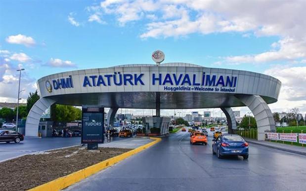 Atatürk Havalimanı'nda piste köpek girdi: 3 uçak inişi pas geçti
