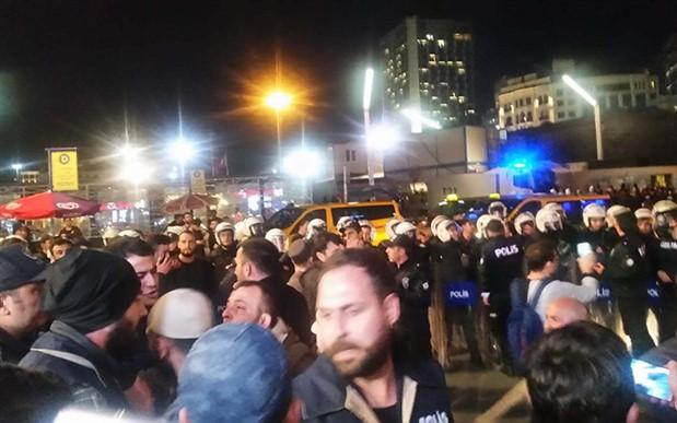 İstiklal Caddesi'nde 'ezan' yürüyüşü