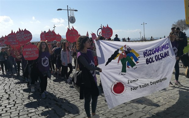 İzmir'de kadınlar haykırdı: Vardık, varız, var olacağız!