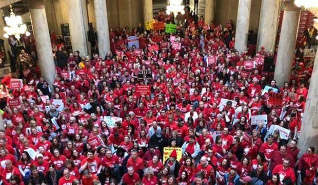 ABD'de bu yıl 75 bin öğretmen greve gitti
