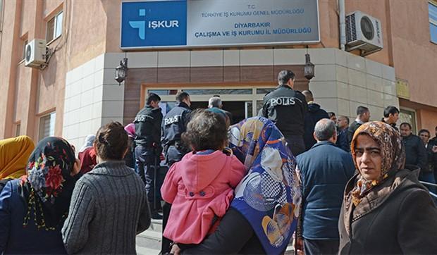 Şubat ayında 178 bin kişi İŞKUR'a kayıt yaptırdı: İşsizlikte Cumhuriyet rekoru