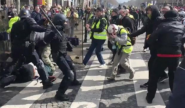 'Sarı Yelekliler'e polis saldırısı: 30 gözaltı