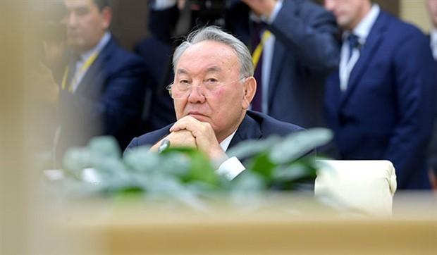 Nazarbayev Özbekistan'dan ders çıkardı: Kademeli olarak geri çekildi