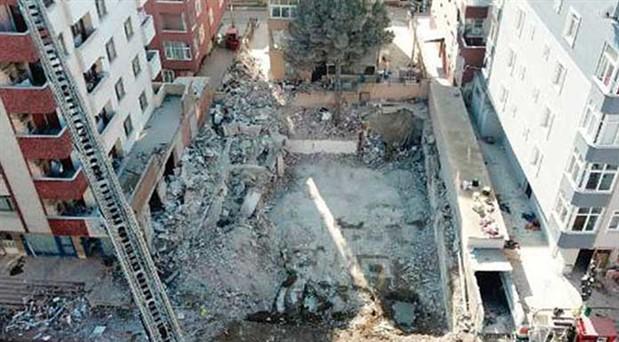 Çöken binaya yasaya aykırı plan