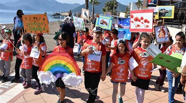Çocuklardan Türkiye çöl olmasın yürüyüşü