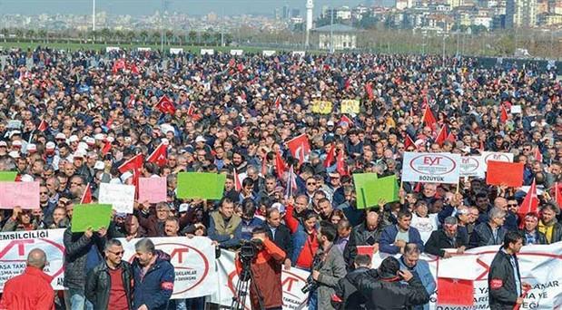 EYT Sosyal Yardımlaşma ve Dayanışma Derneği Başkanı Özüpak: Bizi görmeyenlere kırmızı kart göstereceğiz