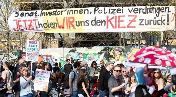Berlin, iyi ve ucuz  konut için sokakta